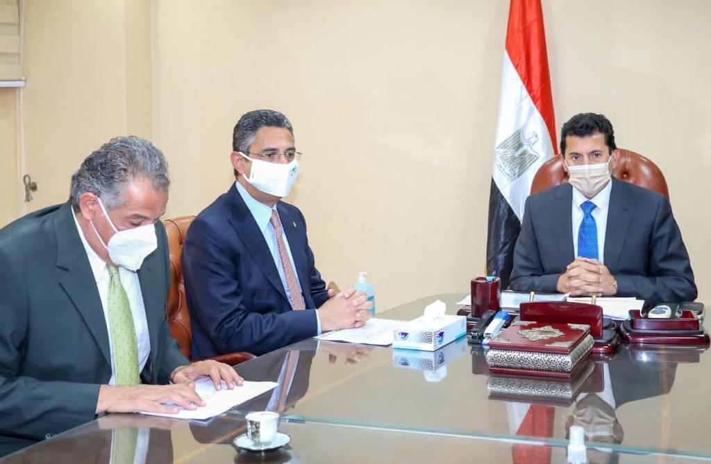 وزير الرياضة يلتقي رئيس البريد المصري لتقديم خدمات متميزة بمراكز الشباب